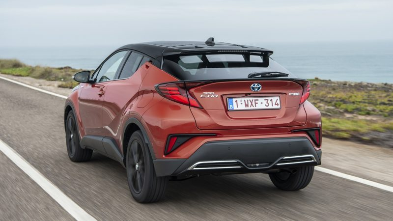 Le C-HR digère sèchement les aspérités de la chaussée, mais il fait preuve d'une certaine agilité. © Toyota