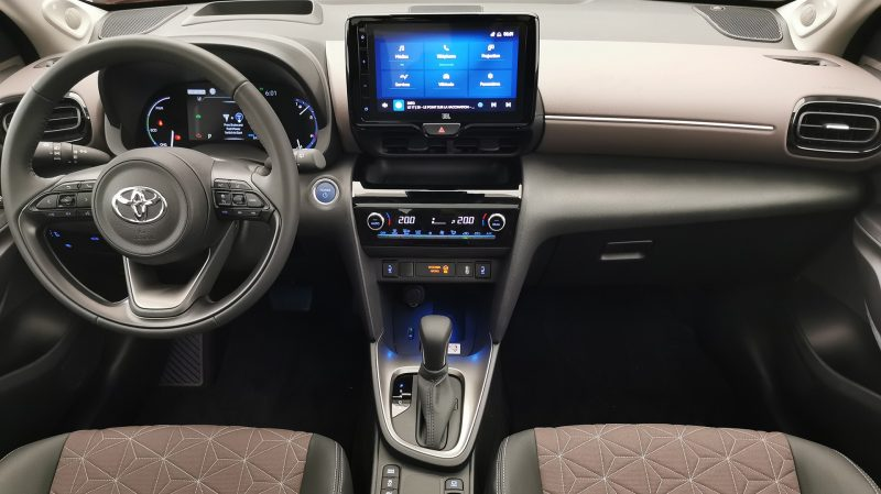 Le Toyota Yaris Cross se dote d'éléments spécifiques, comme le bloc clim' ou le tableau de bord.