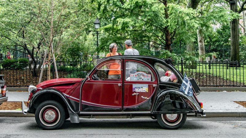La 2CV Charleston demeure l'une des plus emblématiques.